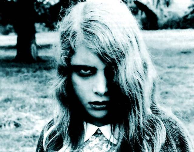 night-of-the-living-dead-zombie-girl